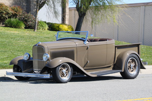 Click to View Roy Brizio Street Rods Completed Cars - David & Peg Farmer, 1932 Ford Roadster Pick Up-Merced CA